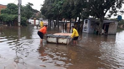Las aguas no paran de subir en Asunción y Ñeembucú