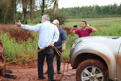 """Diputado quedó """"empantanado"""" en un camino de Ñacunday"""