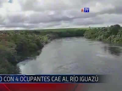 Vehículo cae al río Yguazú y ocupantes desaparecen