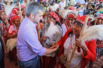 jefe de Estado recibe a indígenas y luego inaugura importante inversión de la ANDE