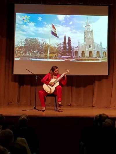 La guitarrista Daiana Ferreira Da Costa trae música paraguaya a Moscú