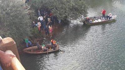 Vehículo cayó al río desde un puente en Yguazú