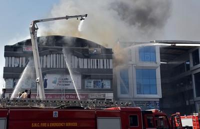 Decenas de muertos por incendio en un centro comercial de la India
