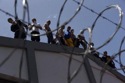 Motín en Venezuela: Reportan al menos 29 presos muertos y 19 policías heridos