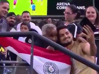 Tito Frutos y un momento especial con hinchas del Corinthians
