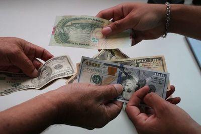 La moneda local se deprecia menos que el peso y real