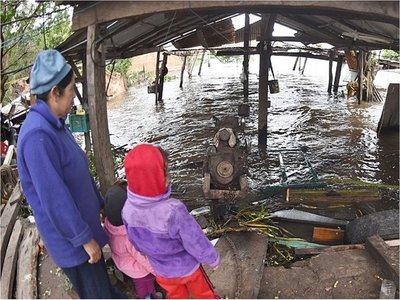 Crecida del río Paraguay golpea la  economía de las familias ribereñas