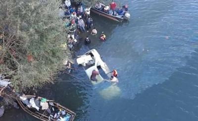 Recuperan vehículo que cayó al río sin la víctima fatal