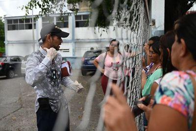 Familiares esperan en la morgue tras muerte de 29 presos en Venezuela