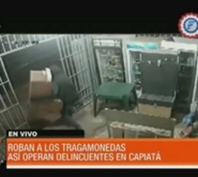 En segundos, malvivientes roban 2 tragamonedas de un comercio