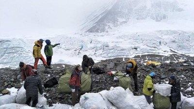 El Everest sigue cobrándose más vidas de alpinistas