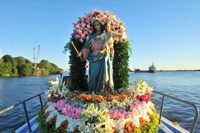 Fieles celebran Día de María Auxiliadora con procesión náutica
