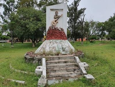 Plaza con nombre de Emiliano R. Fernández está abandonada