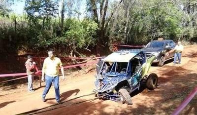 HOY / Percance fatal en Arroyos y Esteros: vehículo de competición embistió a niña de 12 años