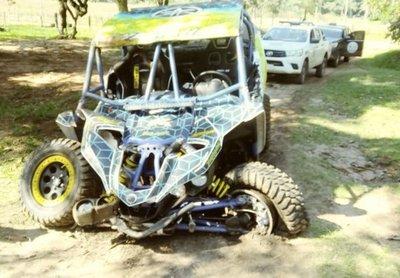 Niña muere arrollada por autocross en rally