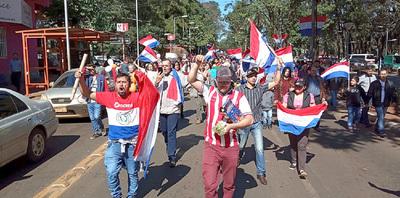 """Marcha, escrache y colecta de firmas contra concejales que apoyan a los """"planilleros"""""""