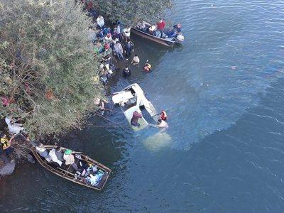 Hallan cuerpo de joven que desapareció tras caer con un automóvil al río Yguazú
