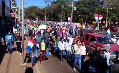 Miles de ciudadanos marcharon contra planilleros y concejales