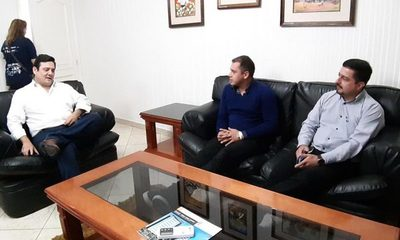 Salyn Buzarquis se reúne con Miguel Prieto