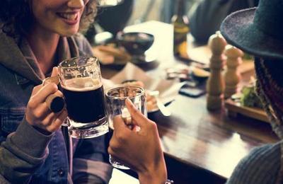 Tu gusto en exceso por el café y el alcohol lo heredaste de tus padres
