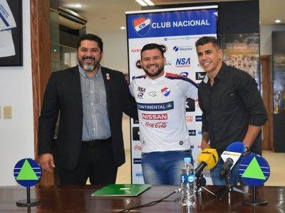 Pinti Álvarez ya posa con la camiseta de Nacional