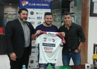 Nacional presentó a Álvarez