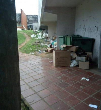 Mala gestión de basuras en el Incan
