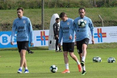 Uruguay entrena a la expectativa de Suárez
