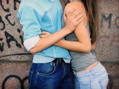 Adolescentes se inician cada vez más temprano en el sexo