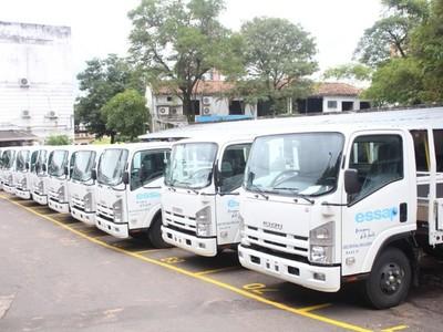 ESSAP adquiere diez camiones para atender reclamos