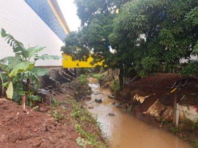 Intervienen una obra por construirse sobre un cauce hídrico en CDE