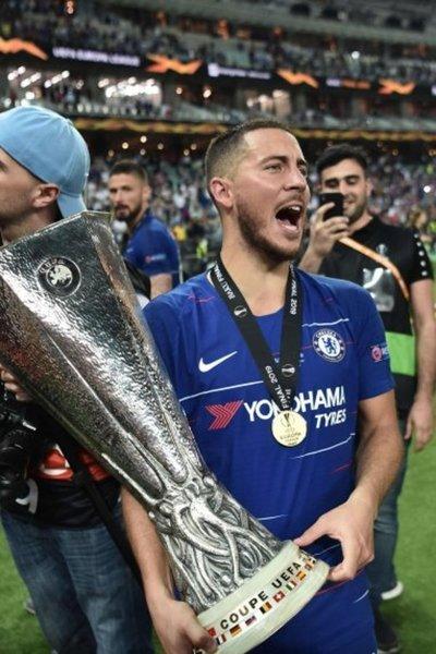 Hazard corona al Chelsea