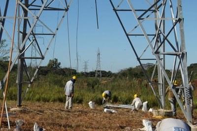 ANDE inició montaje de torres en nueva línea de transmisión Ayolas – Coronel Bogado