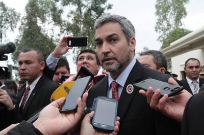 Presidente anuncia investigación del proceso licitatorio en IPS