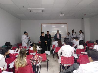 Instan a estudiantes extranjeros a la regularización migratoria