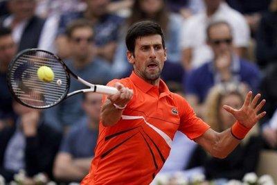 Djokovic y Serena pasan sin despeinarse