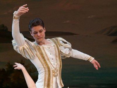 El lago de los cisnes sobre hielo se presenta en el Teatro Guaraní
