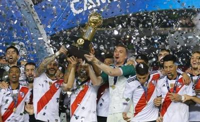 HOY / River golea al Paranaense y se consagra campeón de la Recopa