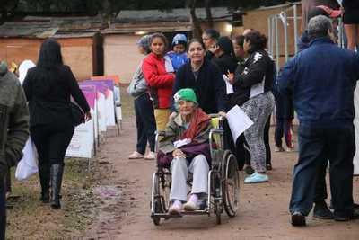 Ciudad Mujer Móvil asiste hoy a familias damnificadas del refugio RI 14