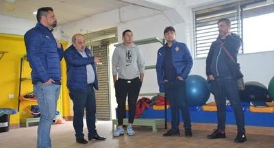 Pablo Aguilar dona equipamiento de gimnasio a Sportivo Luqueño