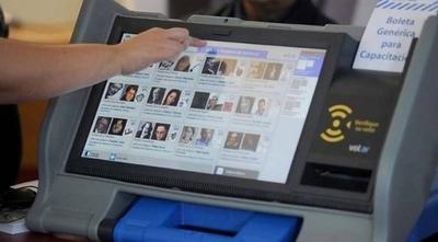HOY / Firman convenio para la implementación de urnas electrónicas en el 2020