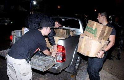Allanan una vivienda contigua a la de Díaz Verón y retiran documentación
