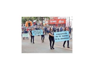 Bochorno en desfile  homenaje a 242 años de Concepción