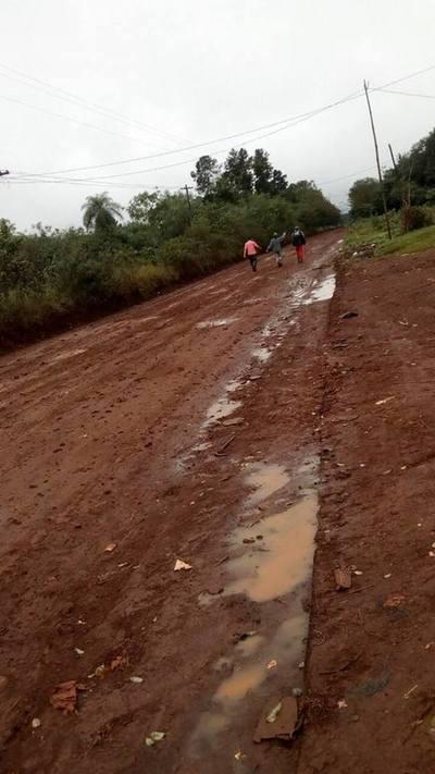 Declaran de interés municipal construcción de pavimento y vecinos urgen acciones