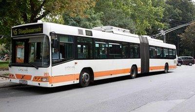 Trolebús podría remplazar al tren en una primera etapa por su bajo costo