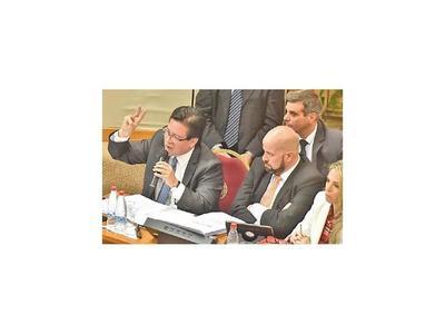 Jueza estudia admitir causa al ex contralor Enrique García