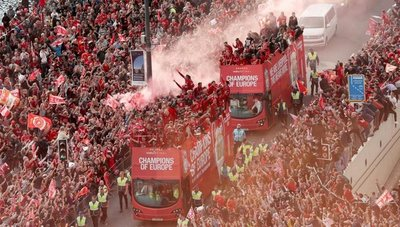 Una marea roja festeja la Champions