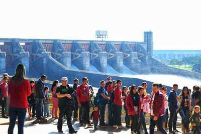 Más de 5.000 personas apreciaron la apertura del vertedero de Itaipu este fin de semana