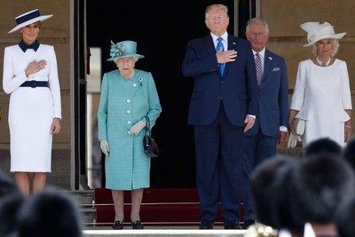 Trump es recibido por la reina tras llegar a Londres insultando a su alcalde