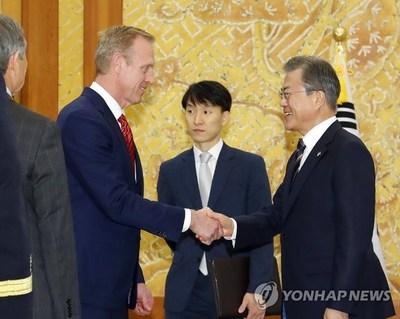 Moon y el jefe del Pentágono discuten la alianza y las sanciones sobre Corea del Norte